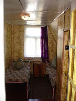 Деревянный домик, комната 1