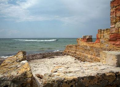 Джарылгач (остров) недостроенное строение